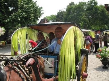 Menuju balai desa Bejijong dengan Bendi (Went to community village of Bejijong Village by bendi (horse cart))